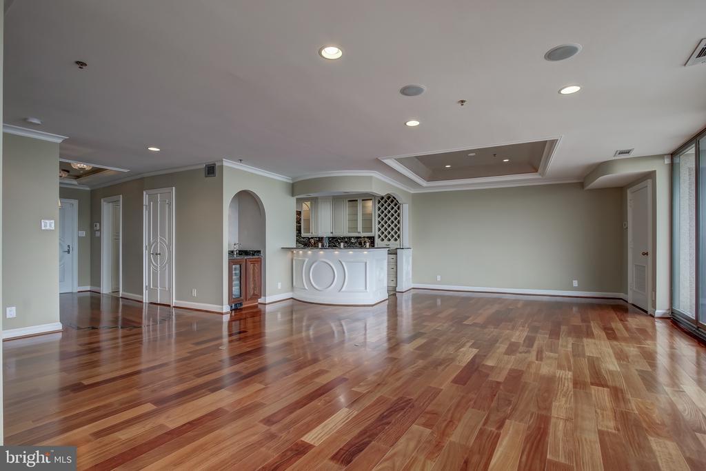 Elegant, and open floor plan - 1200 CRYSTAL DR #1712, ARLINGTON