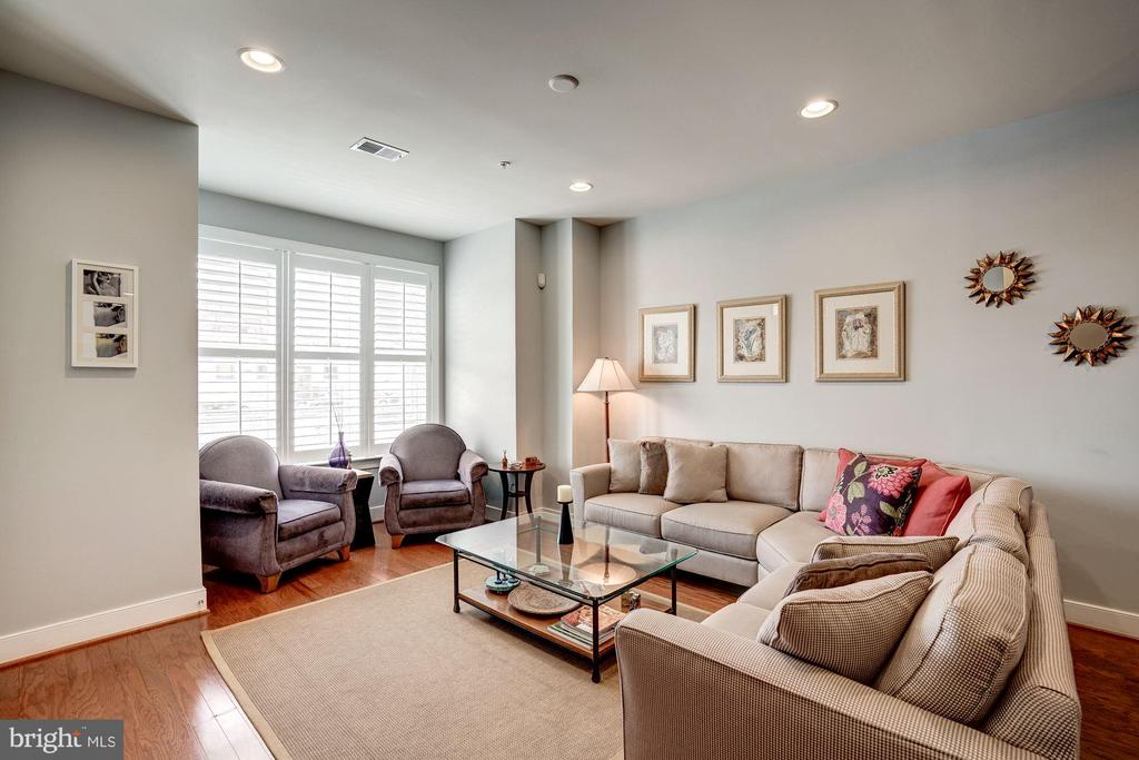 Living and Dining areas - 2007 JEFFERSON DAVIS HWY #101, ALEXANDRIA