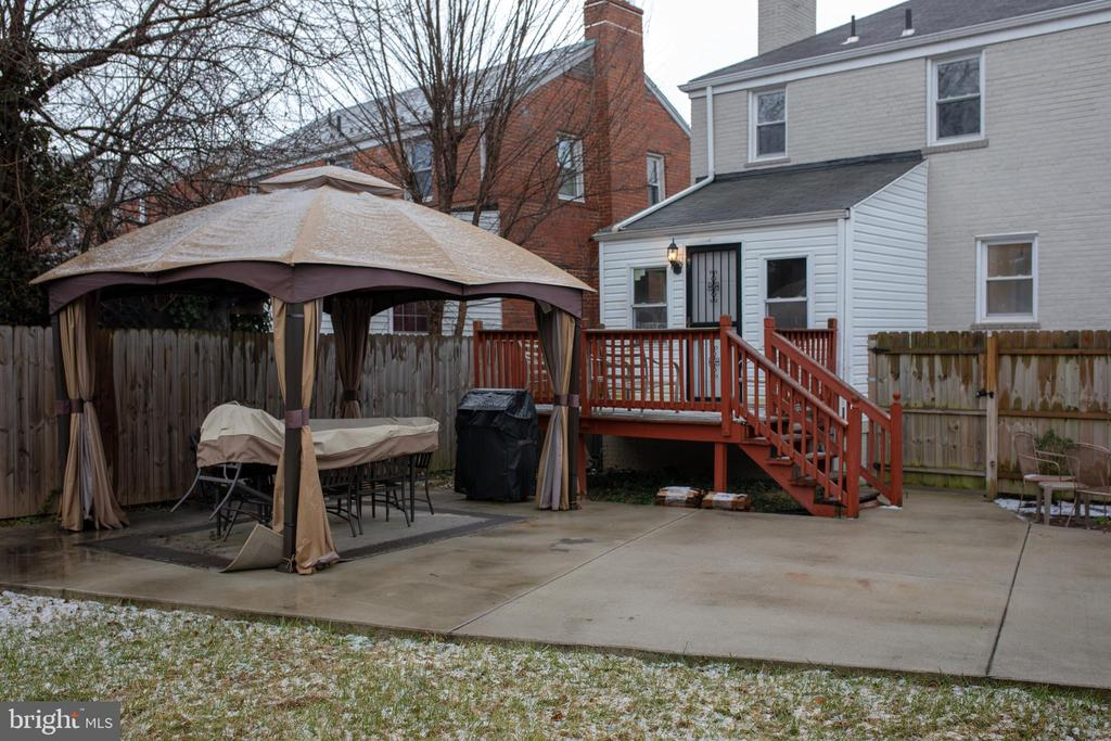 Exterior Deck/Sitting Area - 2810 NEWTON ST NE, WASHINGTON