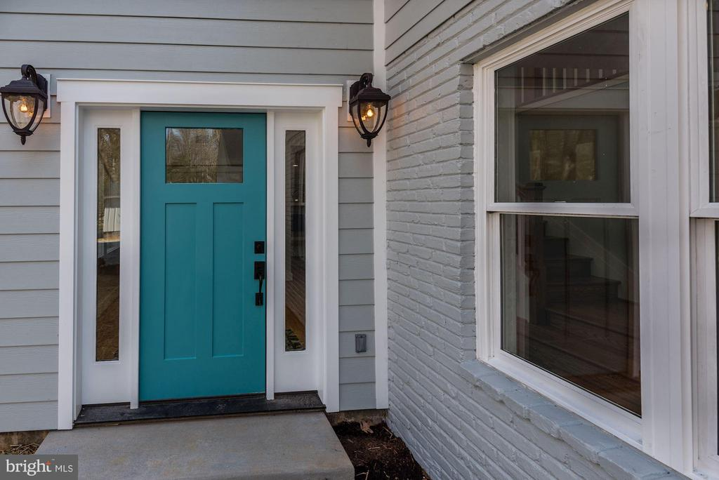 Custom Color Front Door - 10526 HUNTERS VALLEY RD, VIENNA