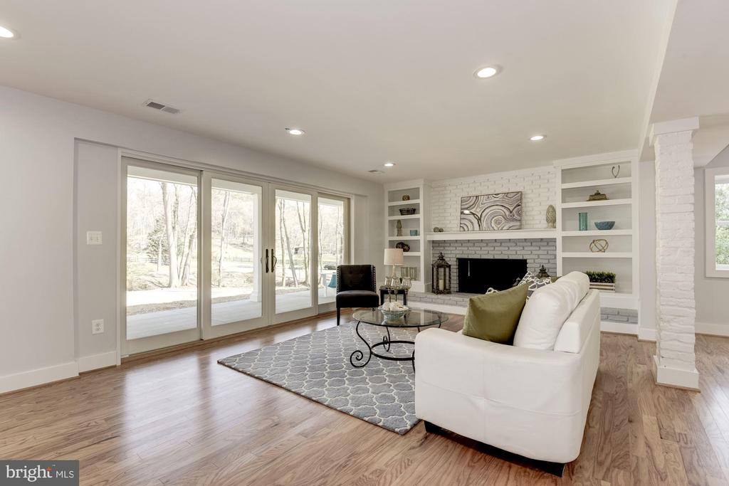 Living Room with Scenic View - 10526 HUNTERS VALLEY RD, VIENNA