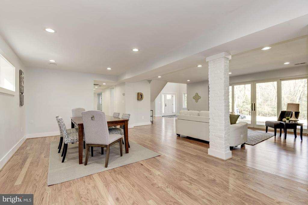 Open Concept with Flexible Space - 10526 HUNTERS VALLEY RD, VIENNA