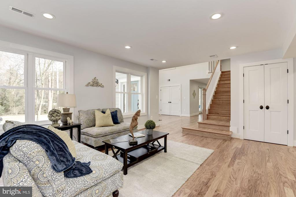 Open Floorplan with Flexible Space - 10526 HUNTERS VALLEY RD, VIENNA