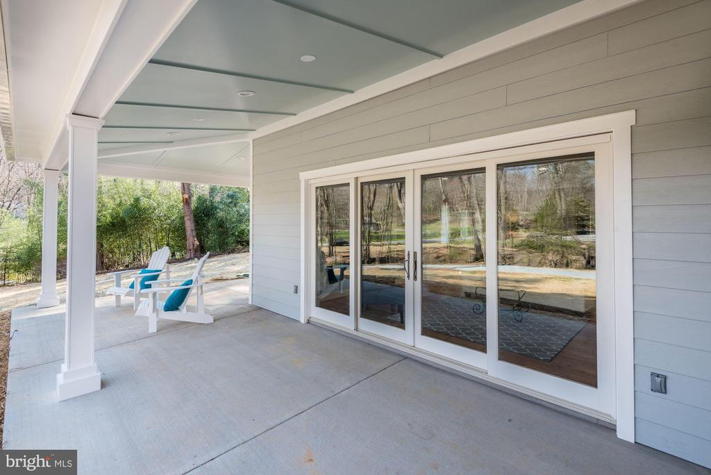 Cover Front Porch has recessed lighting - 10526 HUNTERS VALLEY RD, VIENNA