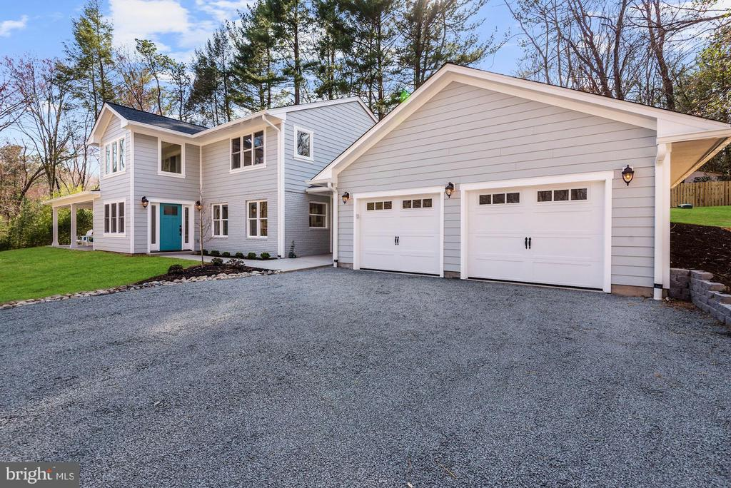 Oversized 2 Car Garage - 10526 HUNTERS VALLEY RD, VIENNA