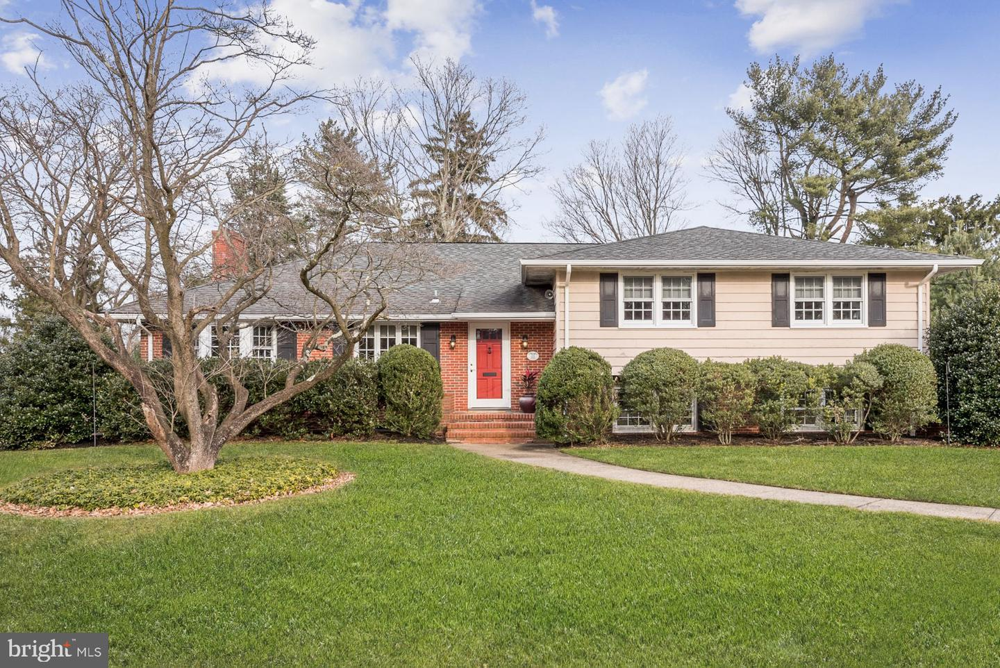 Single Family Home for Sale at 24 WOODHAMPTON Drive Ewing, New Jersey 08638 United StatesMunicipality: Ewing Township