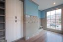 Beautiful and bright mud room - 5400 CATHEDRAL AVE NW, WASHINGTON