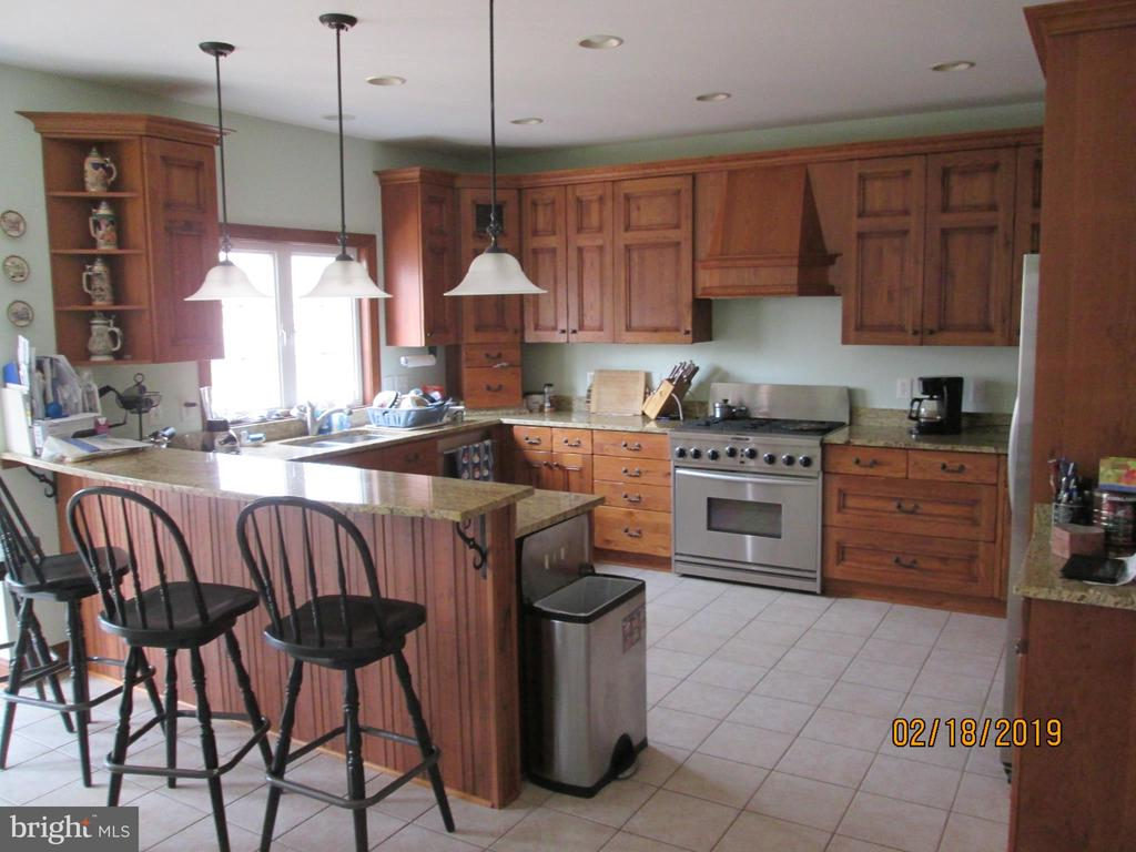 Custom Kitchen, Up graded appliances,  Cabinets, - 12605 CRAWFISH HOLLOW  CT., MANASSAS