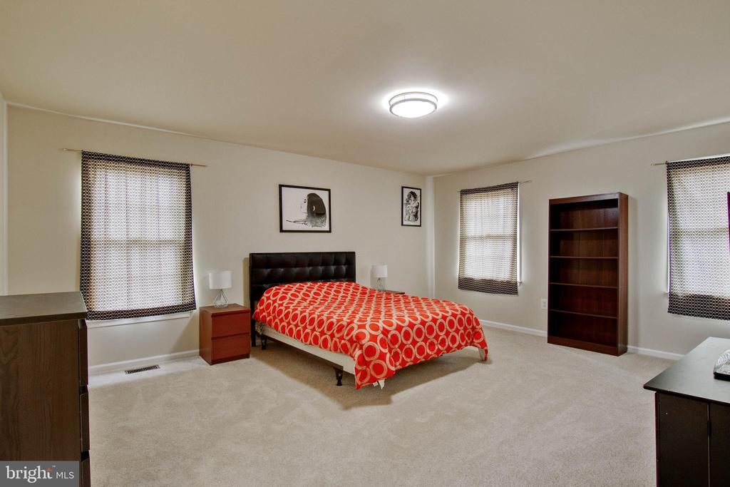 Master Bedroom - 3860 WERTZ DR, WOODBRIDGE