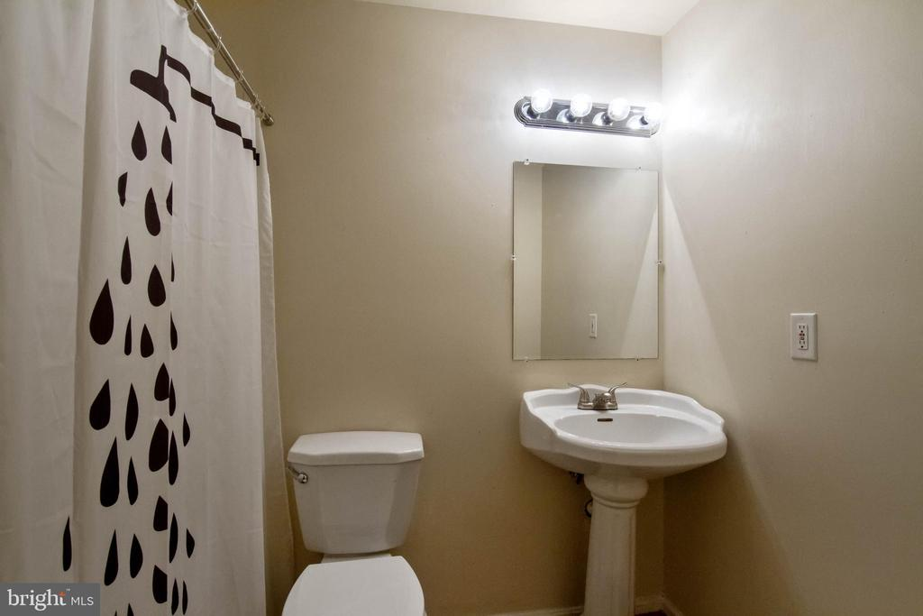 Full bath in basement - 3860 WERTZ DR, WOODBRIDGE
