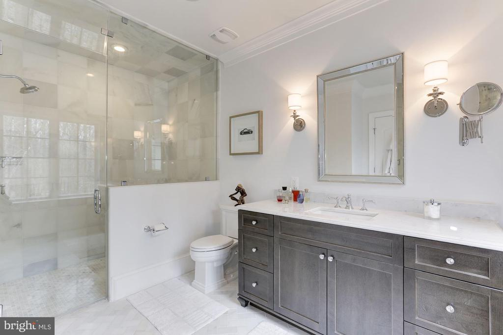 HIS MASTER BATH - 9165 OLD DOMINION DR, MCLEAN
