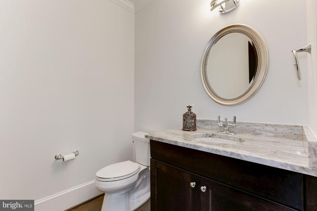 SECOND HALF BATH - 9165 OLD DOMINION DR, MCLEAN