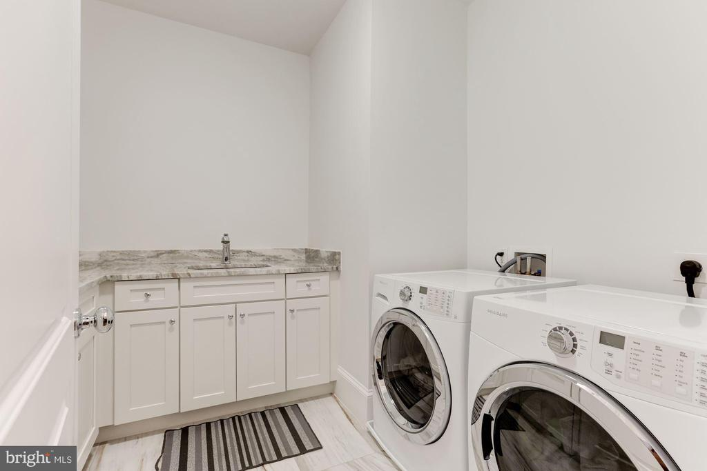 LAUNDRY ROOM - 9165 OLD DOMINION DR, MCLEAN