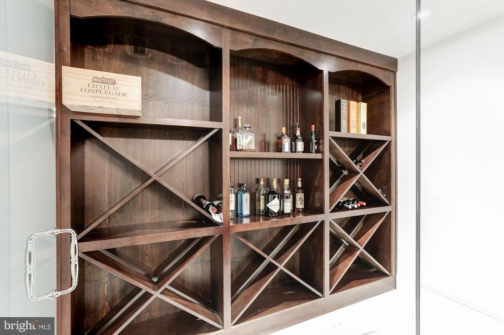 WINE ROOM - 9165 OLD DOMINION DR, MCLEAN