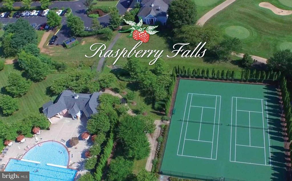 Aerial of Clubhouse, pool and tennis courts - 41731 PUTTERS GREEN CT, LEESBURG