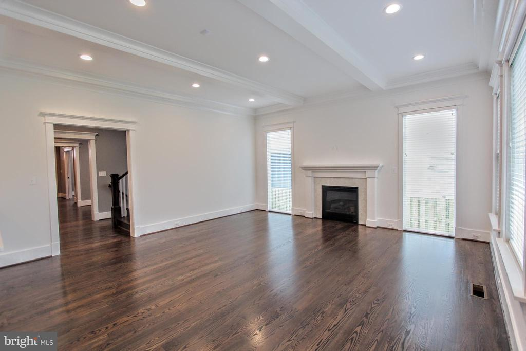 Family room, photo of similar model - 407 PLUM ST SW, VIENNA