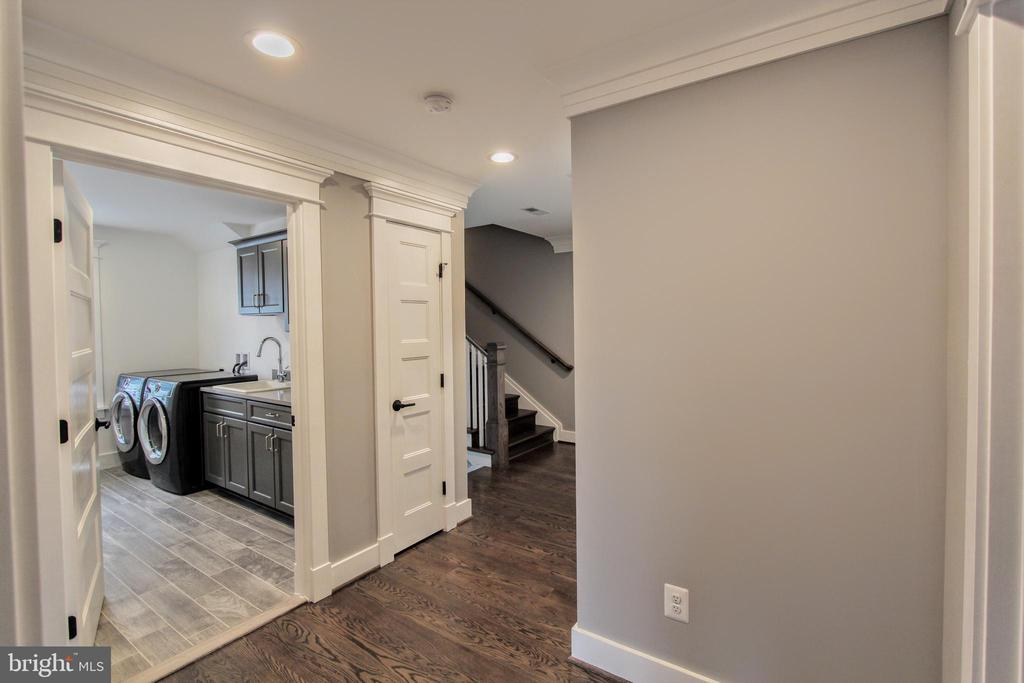 Second floor hall, photo of similar model - 407 PLUM ST SW, VIENNA