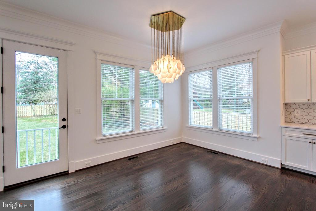 Dining area, photo of similar model - 407 PLUM ST SW, VIENNA