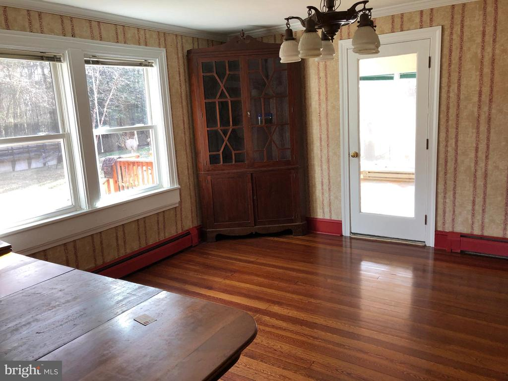 Dining Room.... 14'8 x 14'4