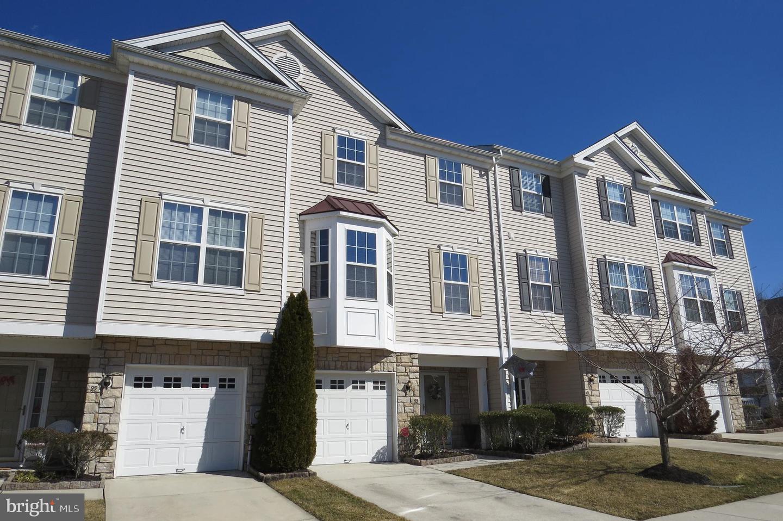 Photo of home for sale at 93 Oakridge Drive, Mount Royal NJ