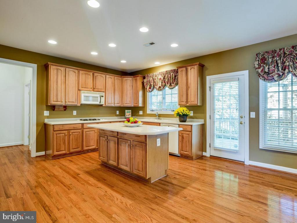 Extra wide cabinets - 4522 FAIRWAY DOWNS CT, ALEXANDRIA