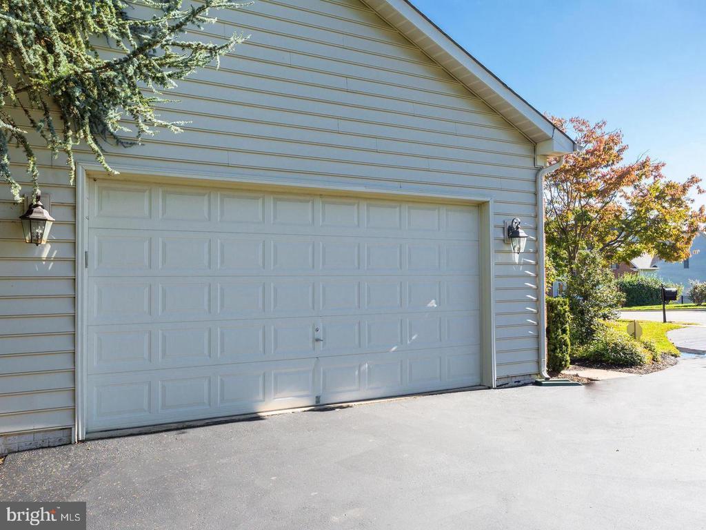 2 Car Garage with Long Driveway - 4522 FAIRWAY DOWNS CT, ALEXANDRIA