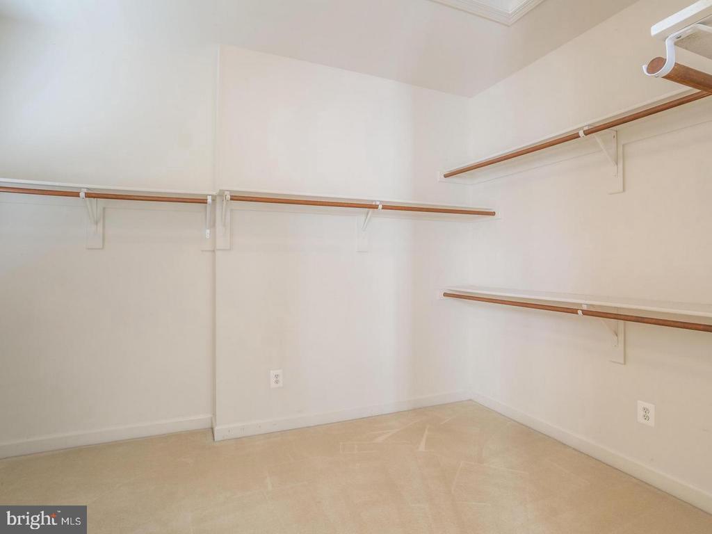 Walk in Closet - 4522 FAIRWAY DOWNS CT, ALEXANDRIA