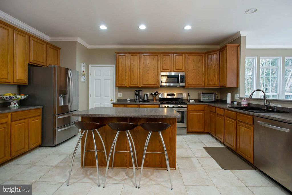 Kitchen w/ Double Butler Pantry - 5940 LYCEUM LN, MANASSAS