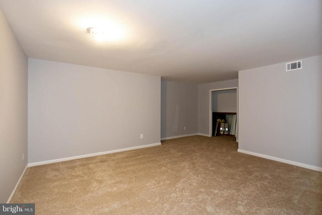 Room #1 / With Large Closet - 5940 LYCEUM LN, MANASSAS