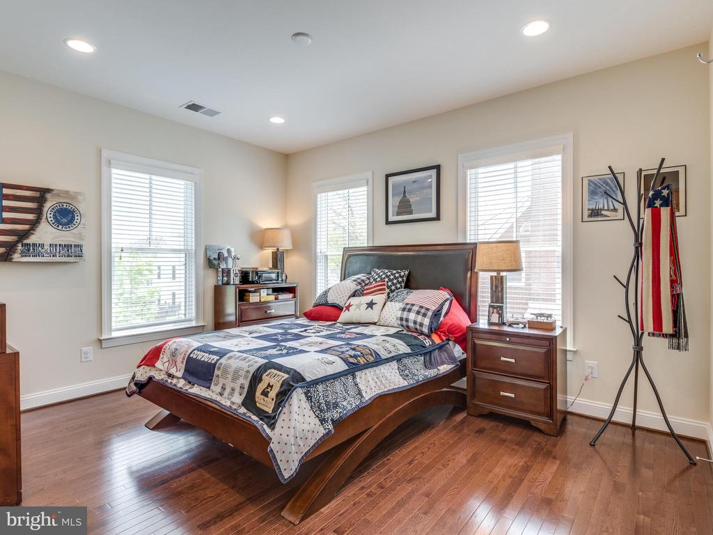 No small bedrooms here! Hardwood floors, too! - 624 SPRING ST, HERNDON