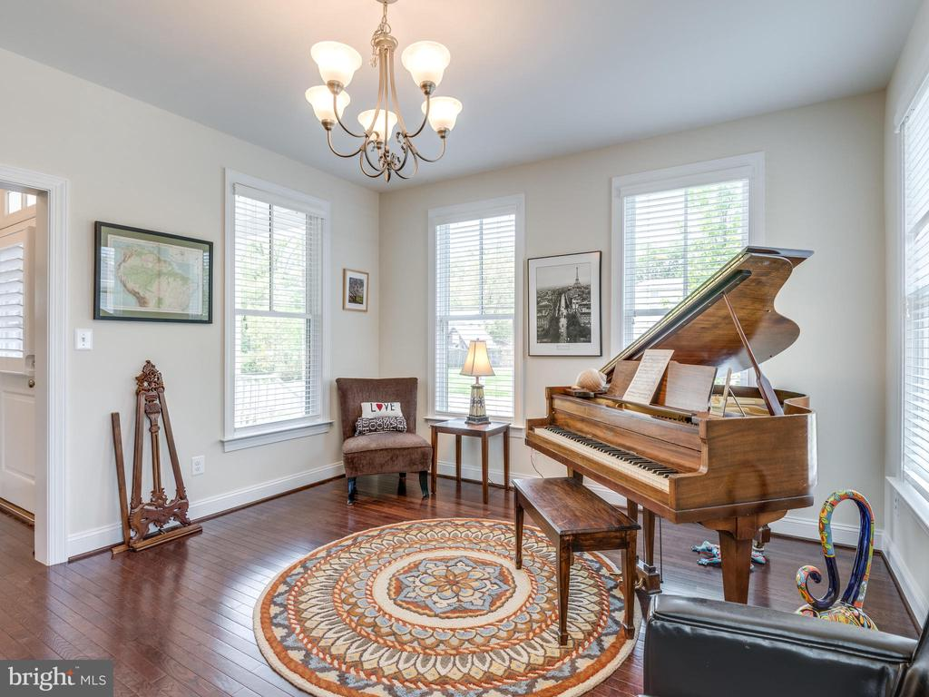 Would you make this a dining room or living room? - 624 SPRING ST, HERNDON