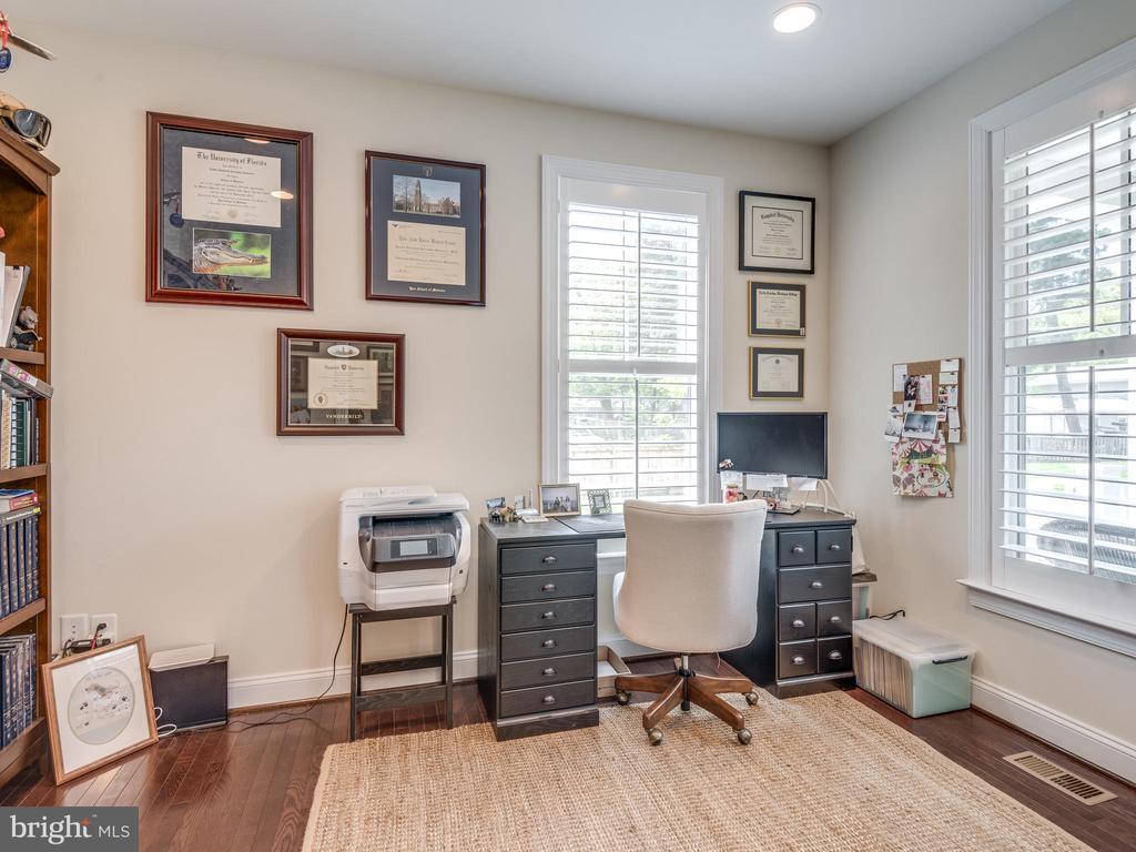 Wonderful office with pocket doors! - 624 SPRING ST, HERNDON