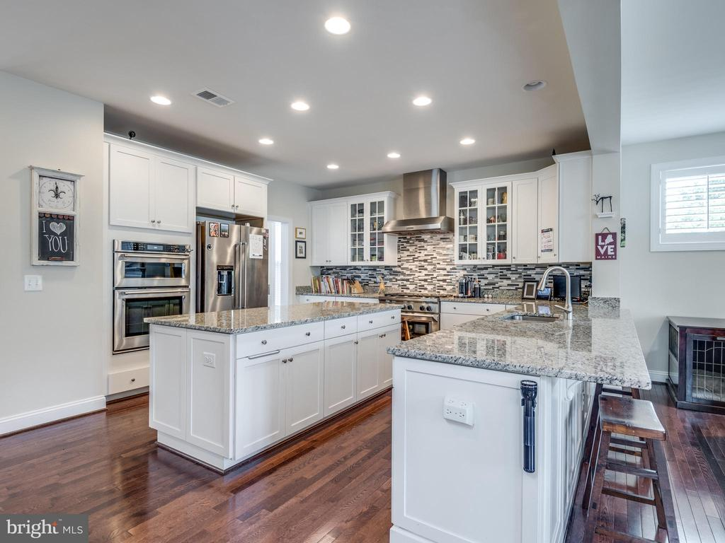 Miles of counter space! - 624 SPRING ST, HERNDON