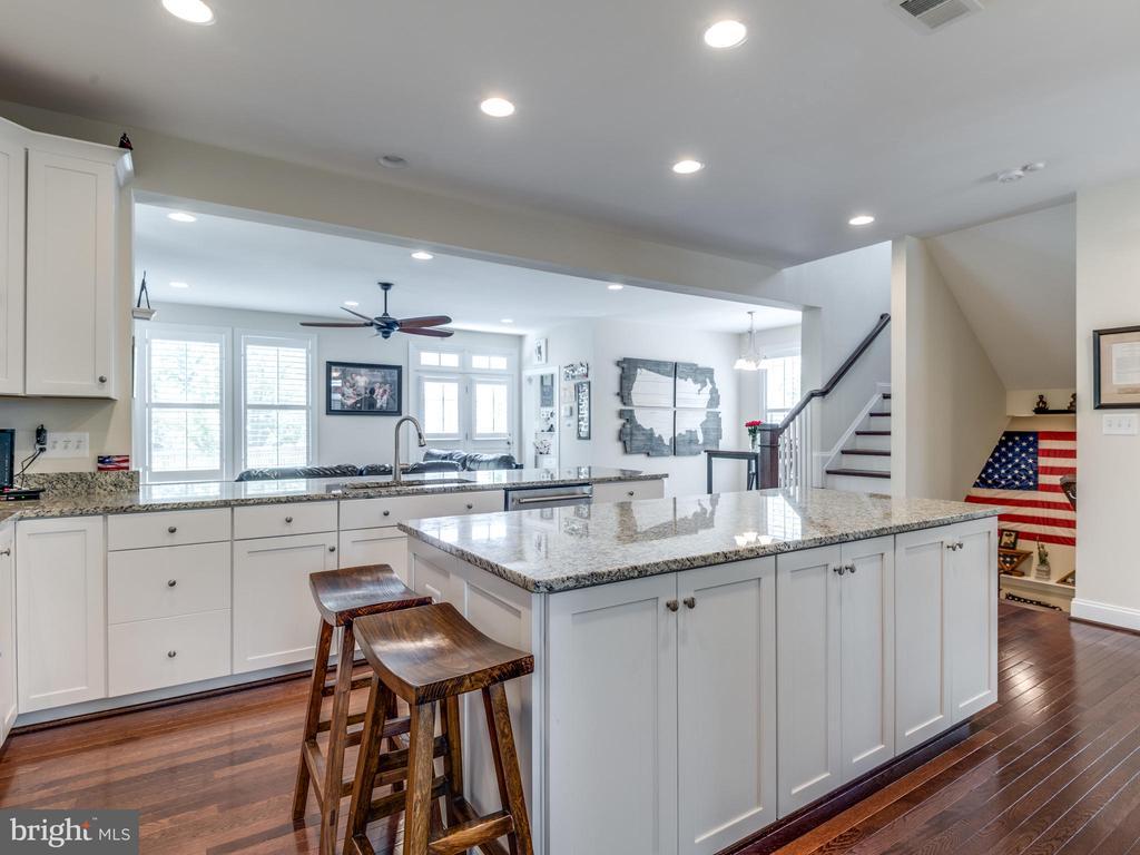 Super bright kitchen! Open, yet separate! - 624 SPRING ST, HERNDON