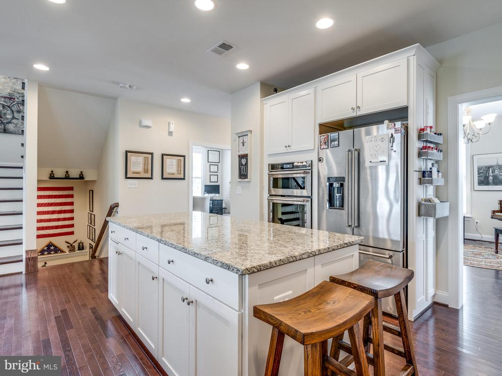 High end stainless appliances! - 624 SPRING ST, HERNDON