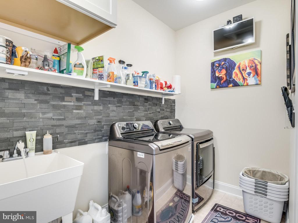 Upper level laundry ROOM! it's HUGE! Storage! - 624 SPRING ST, HERNDON