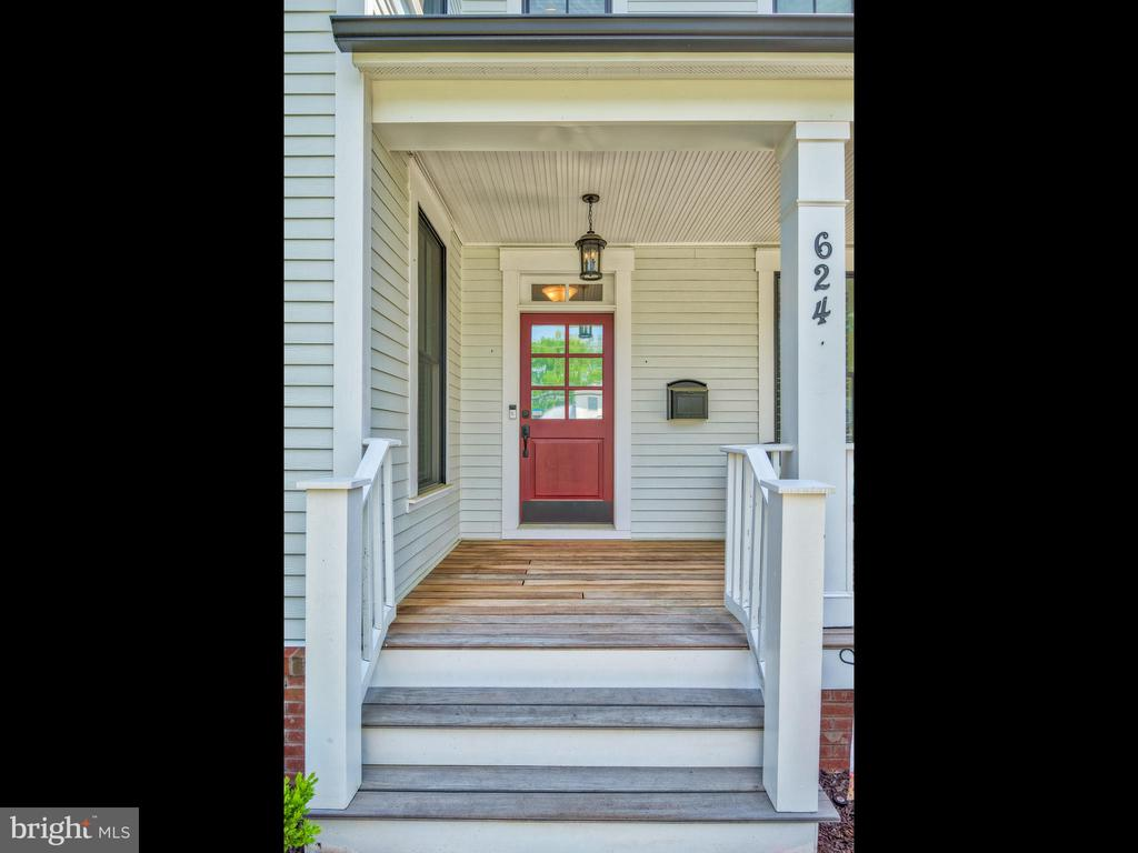 Front porch is covered and perfect for reading! - 624 SPRING ST, HERNDON