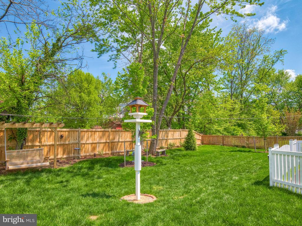 Super private backyard! Fully fenced for Fido! - 624 SPRING ST, HERNDON