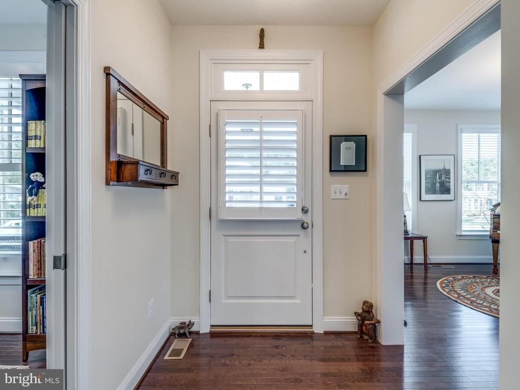 Welcome home! Gorgeous foyer! - 624 SPRING ST, HERNDON