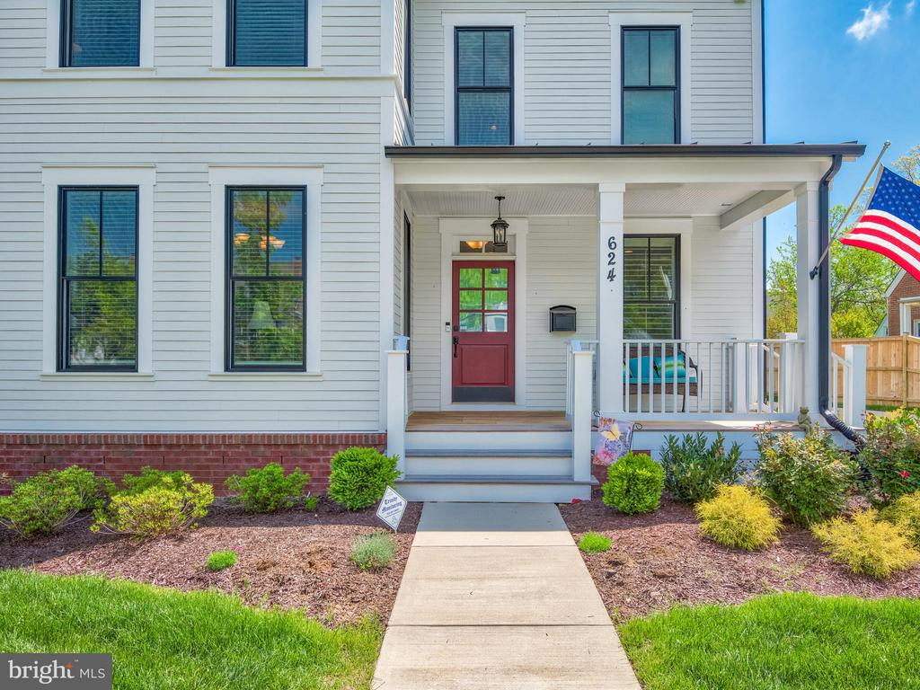 Sip your morning coffee on the front porch! - 624 SPRING ST, HERNDON