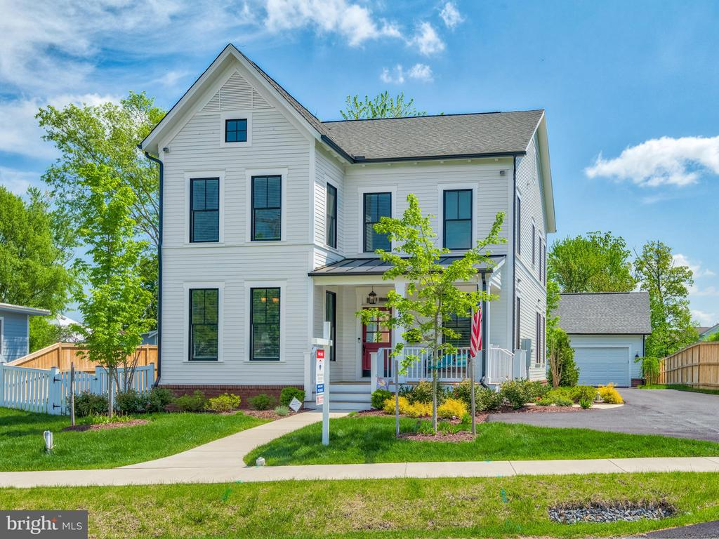 Perfectly located! Walk to Herndon's Downtown! - 624 SPRING ST, HERNDON