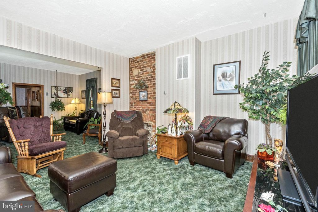 Family Room - 230 6TH ST E, FREDERICK