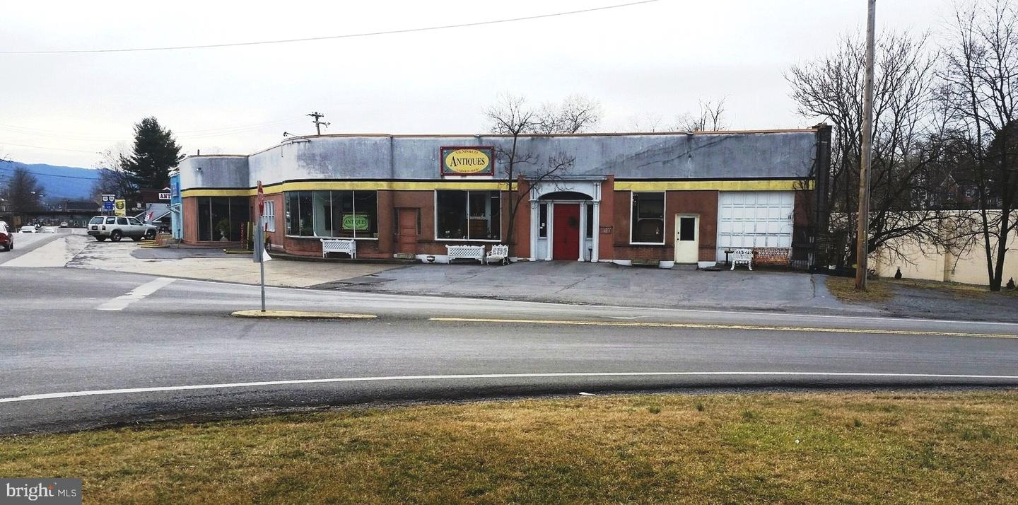 Retail for Sale at Strasburg, Virginia 22657 United States