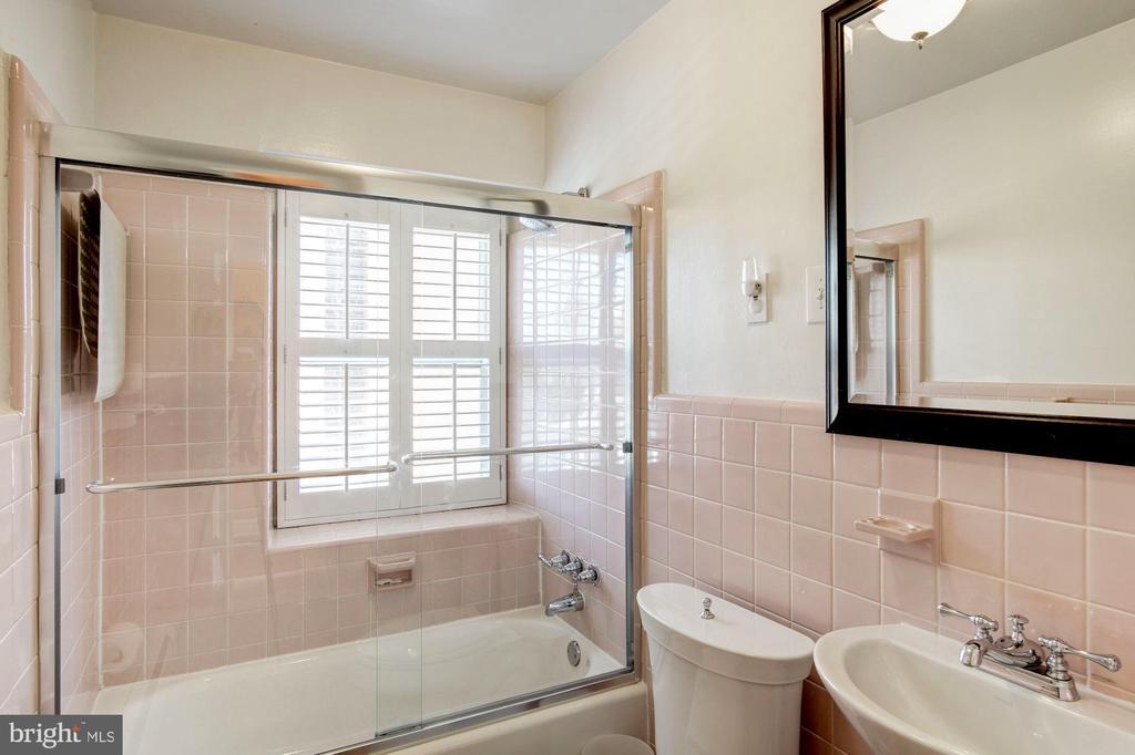Bathroom - 1373 LOCUST RD NW, WASHINGTON