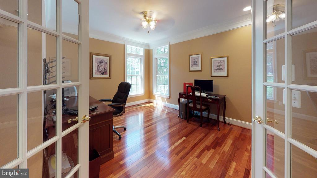 You'll enjoy this peaceful home office - 18733 GROVE CHURCH CT, LEESBURG