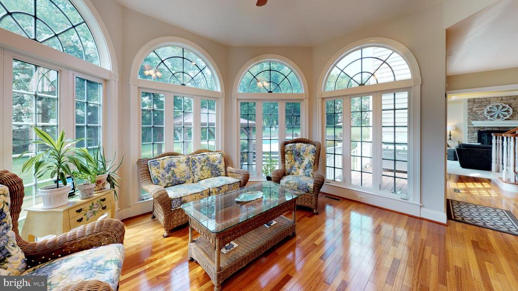 What a charming morning room - 18733 GROVE CHURCH CT, LEESBURG