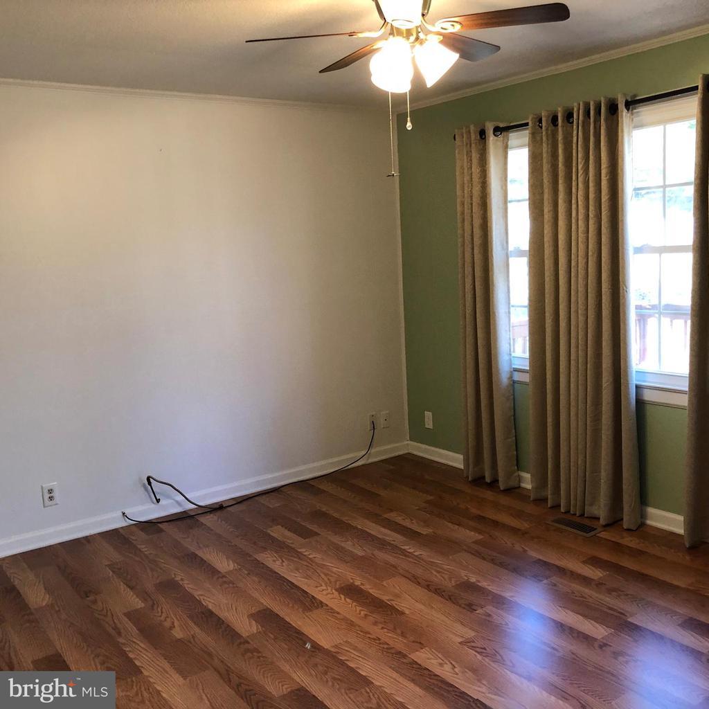 Living room - 127 ROCK HILL CHURCH RD, STAFFORD