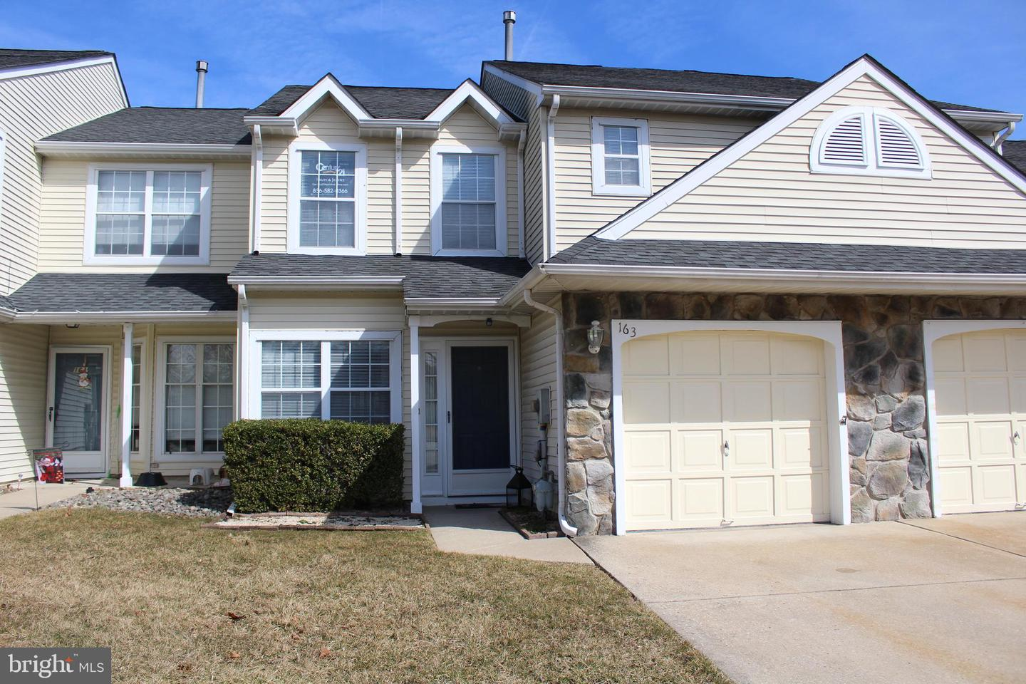 Photo of home for sale at 163 Kerry Lynn Court, Williamstown NJ