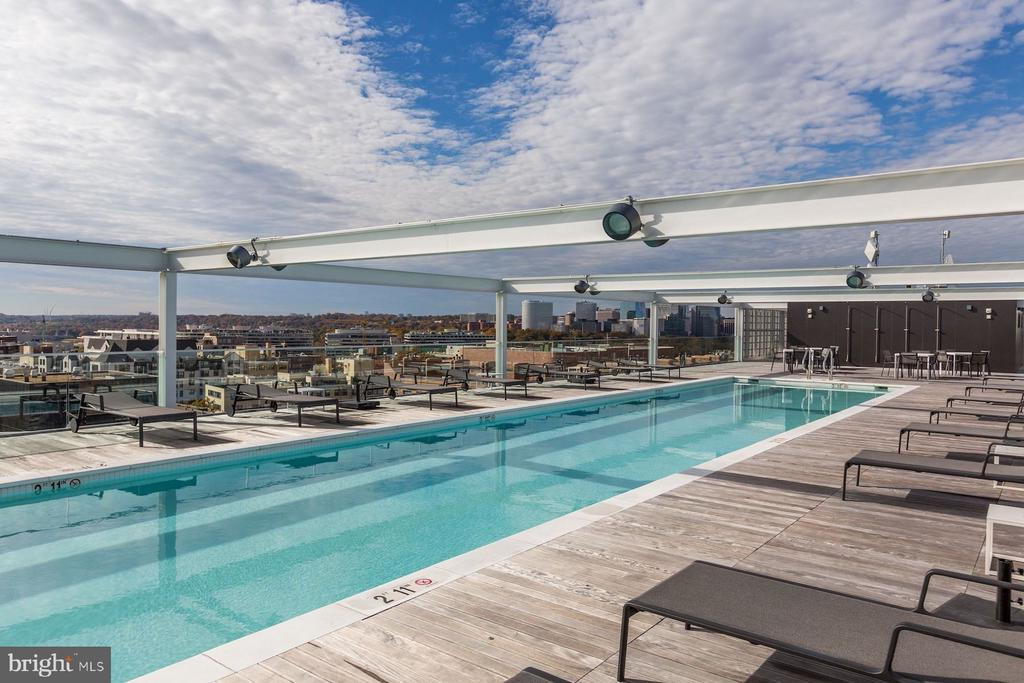 Rooftop Pool - 1111 24TH NW #PH105, WASHINGTON