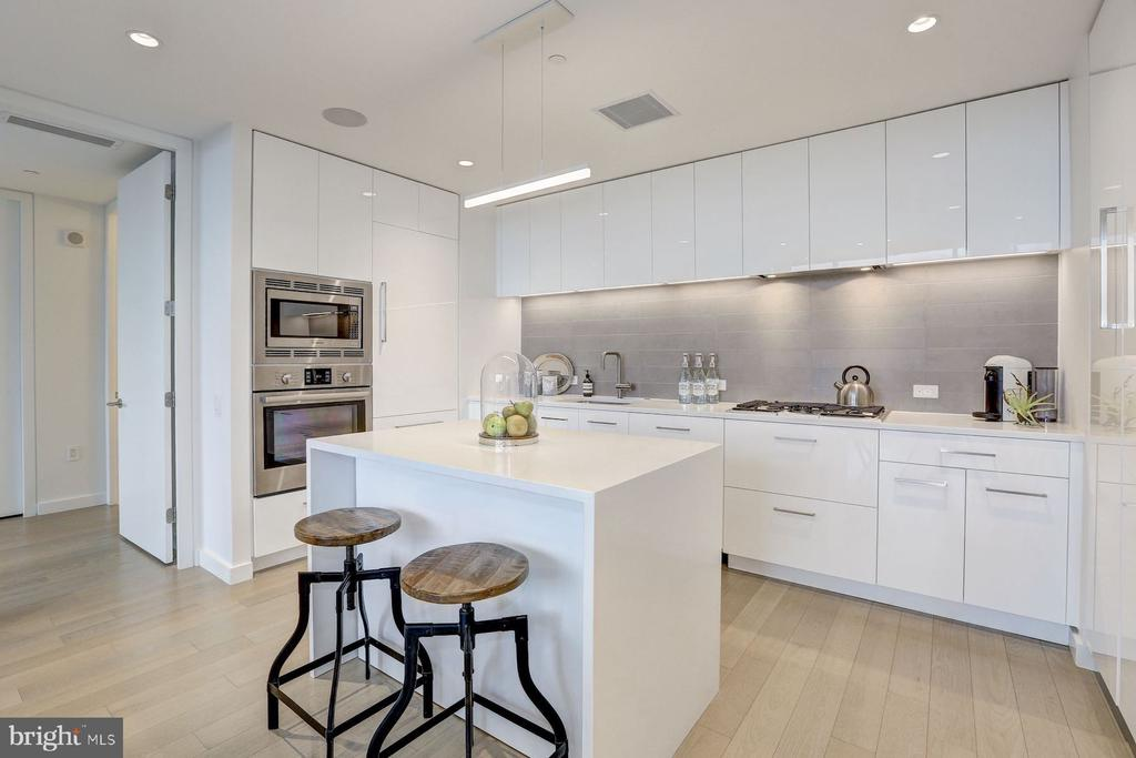 Stainless Steel Appliances with Natural Gas Range - 1111 24TH NW #PH105, WASHINGTON